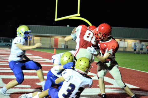 Trent Kozielski makes the winning touchdown against the Tivy Antlers with 17 seconds on the clocks.