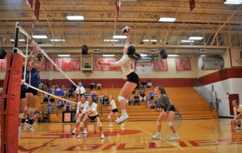 Varsity Volleyball Defeats Cornerstone, Bandera in Five Sets