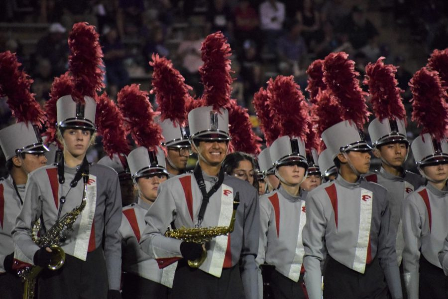 Band+students+on+the+sidelines+of+a+football+game+as+they+wait+to+preform.+