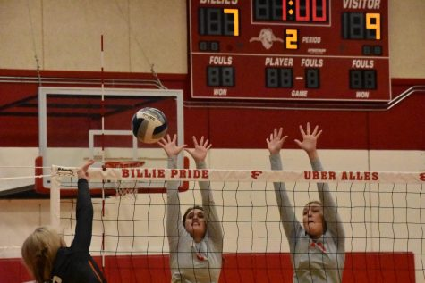 Billies Sting the Yellowjackets in Three Sets